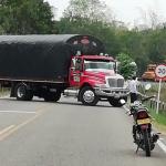 Camión atravesado entre Fortul y Tame