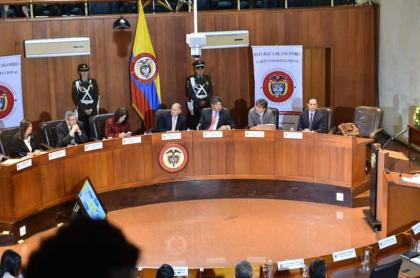 Ministros comparecen ante la Corte Constitucional