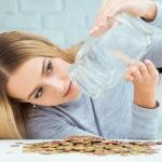 Mujer con monedas