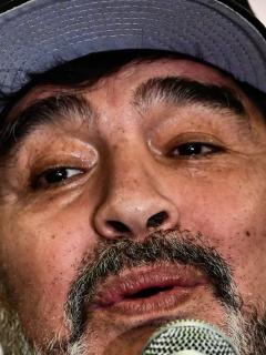 """Maradona, """"encantado"""" con jugador que prefirió el Napoli en lugar de James"""