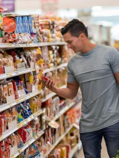 Persona en supermercado