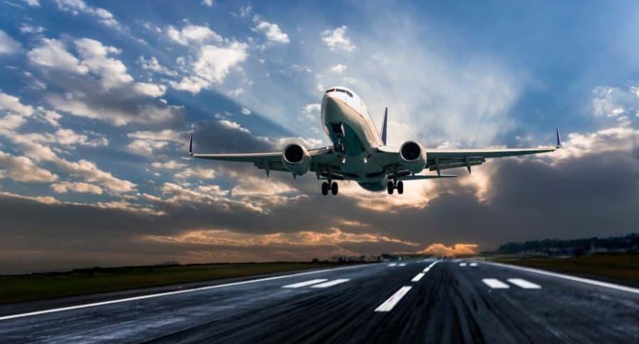 Avión aterrizando.