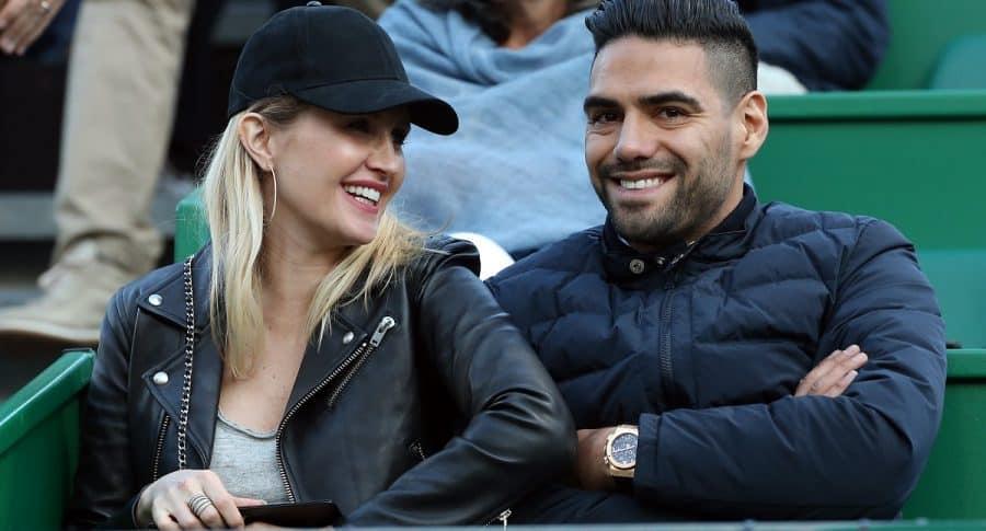Falcao García, futbolista, y su esposa, Lorelei Tarón, cantante.