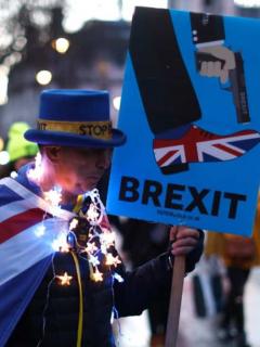 Nuevo encontronazo entre Parlamento británico y Johnson por fecha decisiva del 'brexit'