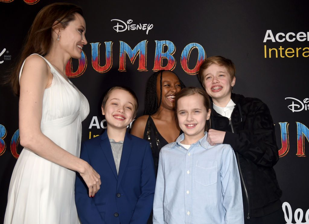 Angelina Jolie, Knox Jolie-Pitt, Zahara Marley Jolie-Pitt, Vivienne Marcheline Jolie-Pitt y Shiloh Nouvel Jolie-Pitt
