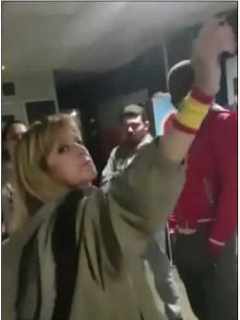 Española atacando a colombiana