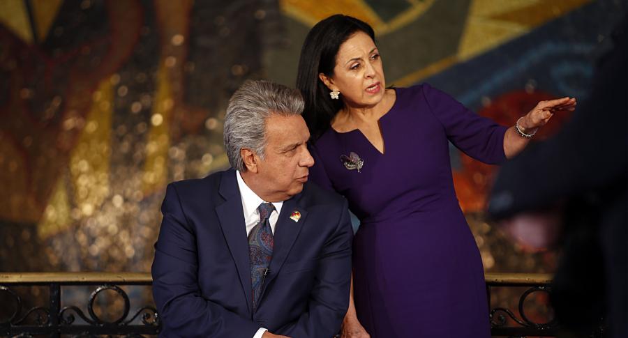 Lenín Moreno habla con su esposa Rocío González