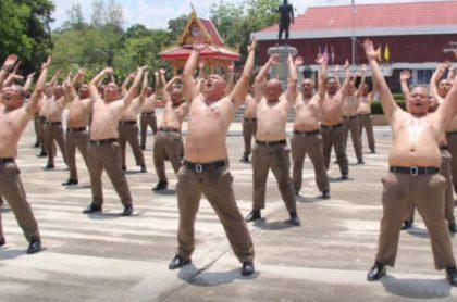 Policías en Tailandia