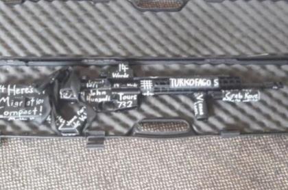 Inscripciones en armas de masacrador