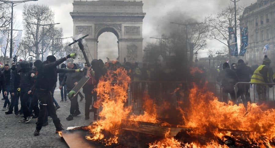 Disturbios en París por protestas de 'chalecos amarillos'