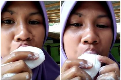 Mujer come jabón.