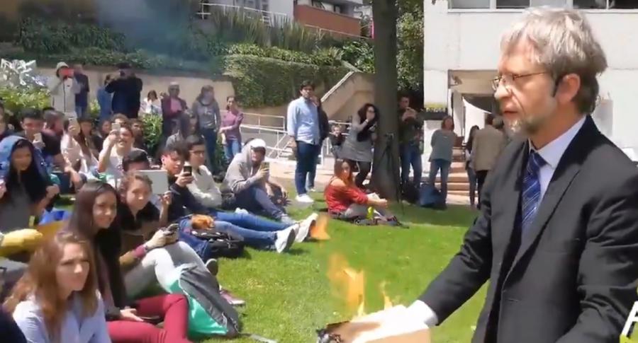 Antanas Mockus en conversatorio en la U. de los Andes