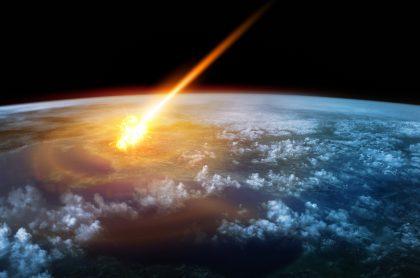 Un meteoro entra a la atmósfera terrestre (ilustración)