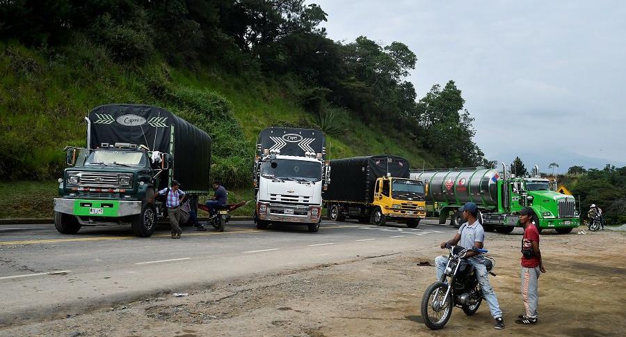Camiones bloqueados en Caldono, Cauca