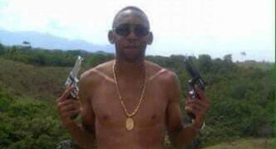 Jhon Viáfara con armas