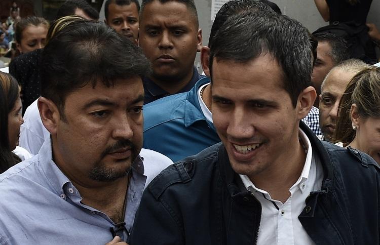 Roberto Marrero (Izq.) con Juan Guaidó