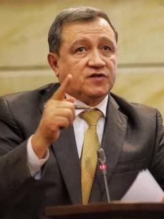 """Macías dejó micrófono abierto y reveló su descarada """"jugadita"""" para sabotear a opositores"""