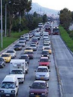 Domingo accidentado: colisión entre carro y ciclista causa trancón en el norte de Bogotá