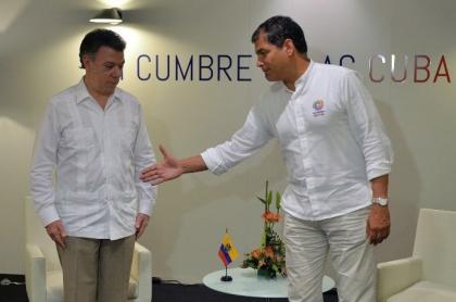 Juan-Manuel-Santos-y-Rafael-Correa