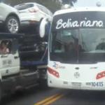 Sobrepaso peligroso de un autobús de pasajeros.