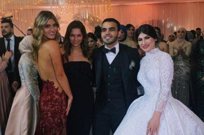 Laura Tobón y Juana Arias con los novios Hassan Feris y Sara.