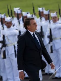 Bolsonaro por fin mandó a alguien a lidiar con los incendios en la Amazonia