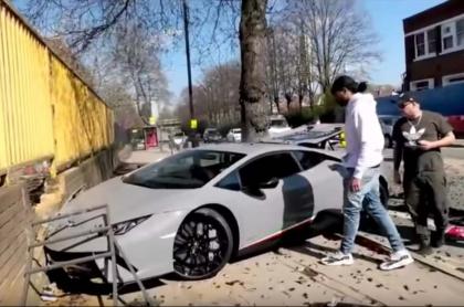Conductor estrella un Lamborghini.