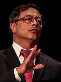Petro responsabiliza a Uribe de 'falsos positivos' por pintura que borraron militares