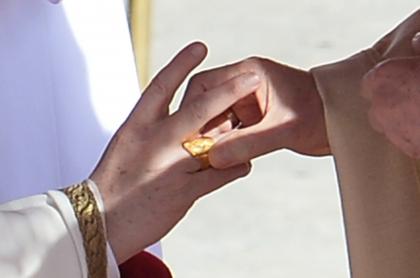 El papa Francisco recibe el 'anillo del pescador'
