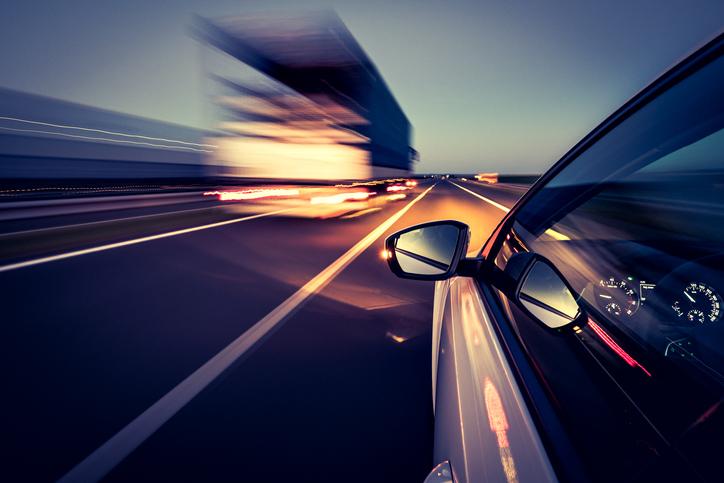Auto a toda velocidad