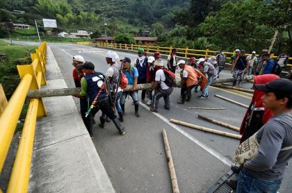 Indígenas bloquean vía Panamericana, en Cauca
