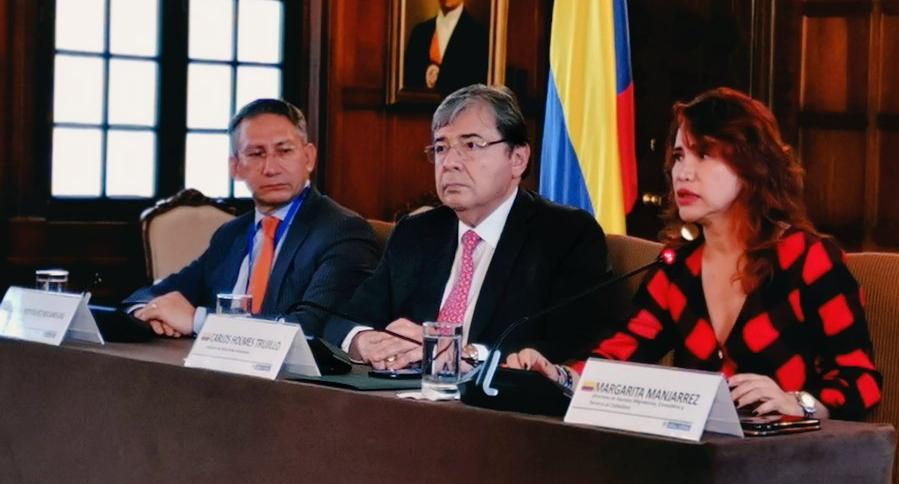 Carlos Holmes Trujillo y más funcionarios de la Cancillería