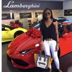 Jenny Ambuila comprando su Lamborghini