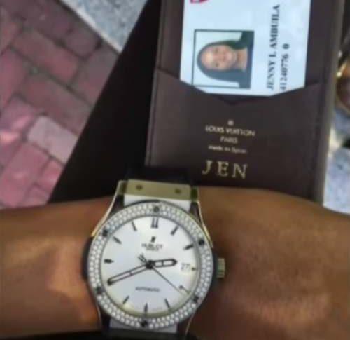 Reloj de Jenny Ambuila.