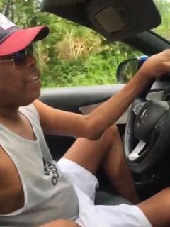 [Video] Volvieron a multar al 'Tino' mientras manejaba su Mercedes-Benz convertible