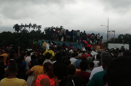 Caos en el Puente Simón Bolívar