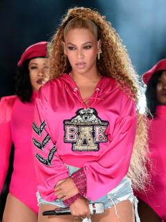 Papá de Beyoncé aseguró que su hija y una compañera fueron acosadas por cantantes