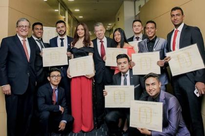 Juan Manuel Santos y pilos de los Andes