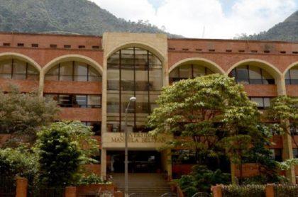 Fachada Universidad Manuela Beltrán
