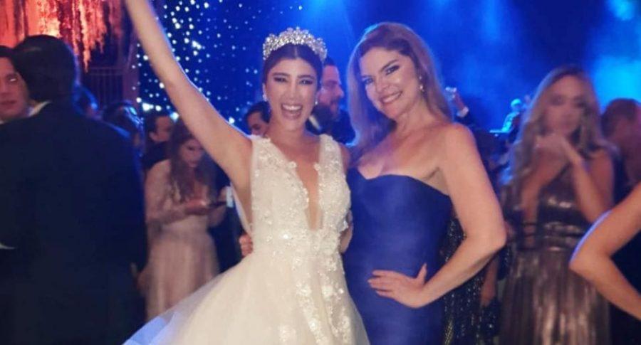 Andrea Jaramillo y Rosa María Corcho, presentadoras.