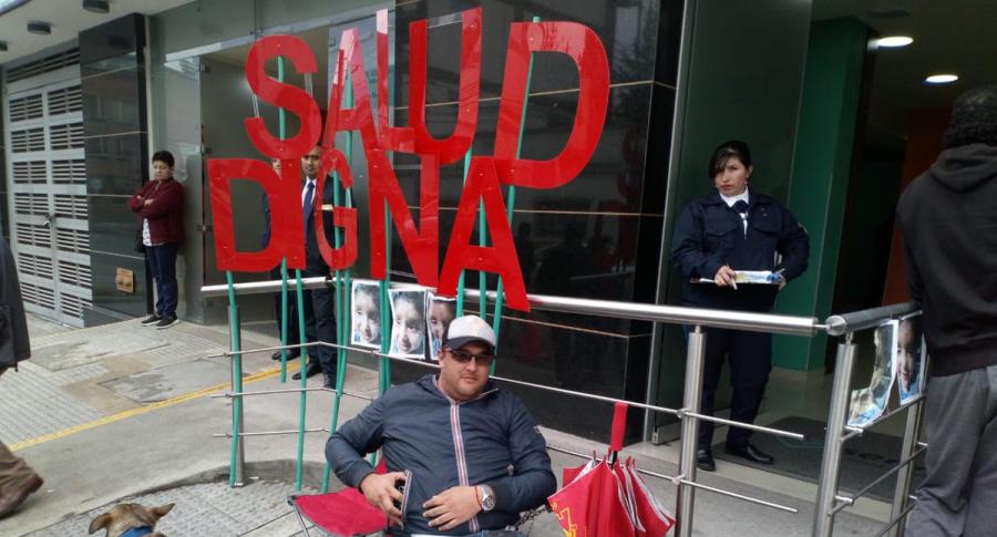 Eduardo Pinilla encadenado a la UT de Servisalud
