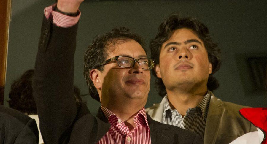 Gustavo Petro, senador y exalcalde de Bogotá, y su hijo Nicolás Petro.