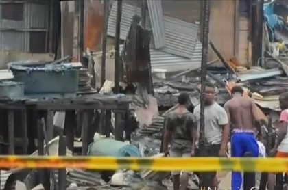 Casas destruidas por incendio, en Chocó