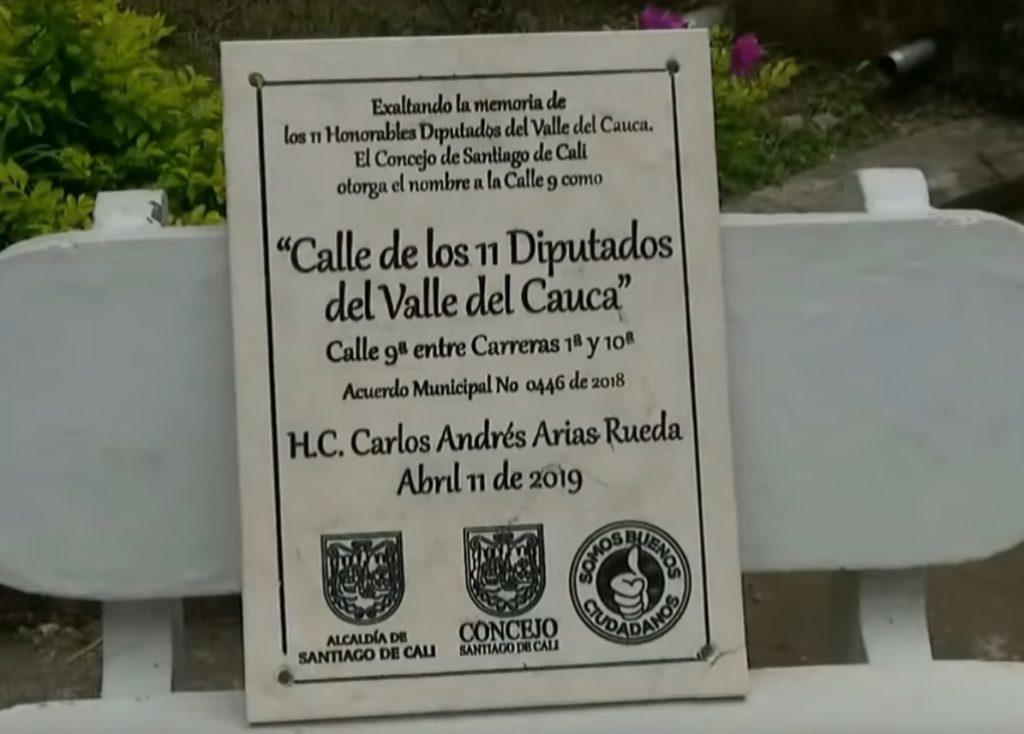 Placa en honor a los 11 diputados del Valle, asesinados por las Farc