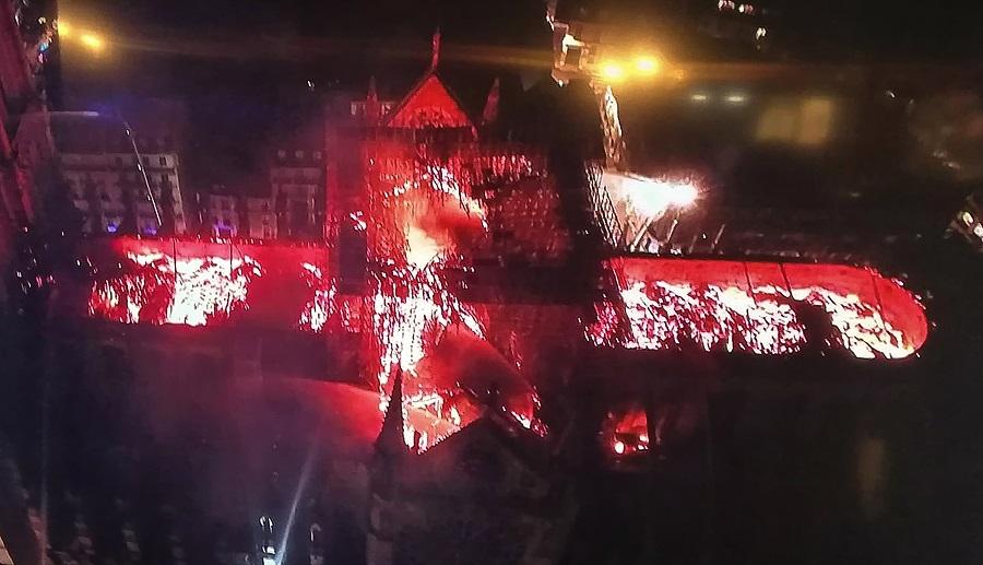 Imagen aérea del incendio en la catedral de Notre Dame