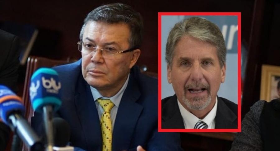 Jhon Jairo Cárdenas y embajador de Estados Unidos Kevin Whitaker