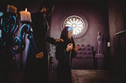Sacerdote y monja