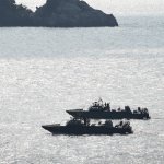Marina patrullando en el mar