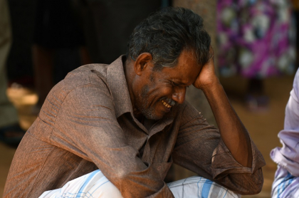 Familiar de víctima en Sri Lanka