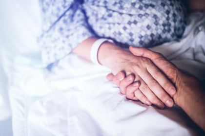Mujer hospitalizada.